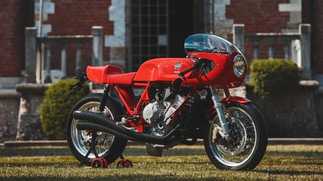 Nhà sản xuất xe hai bánh từ xứ sở hình chiếc ủng Magni Motorcycles vừa giới thiệu mẫu xe đặc biệt Italia 01/01 để tưởng nhớ người sáng lập Arturo Magni, người đã qua đời vào năm 2015, và tôn vinh những đóng góp của ông đối với lĩnh vực mô tô.
