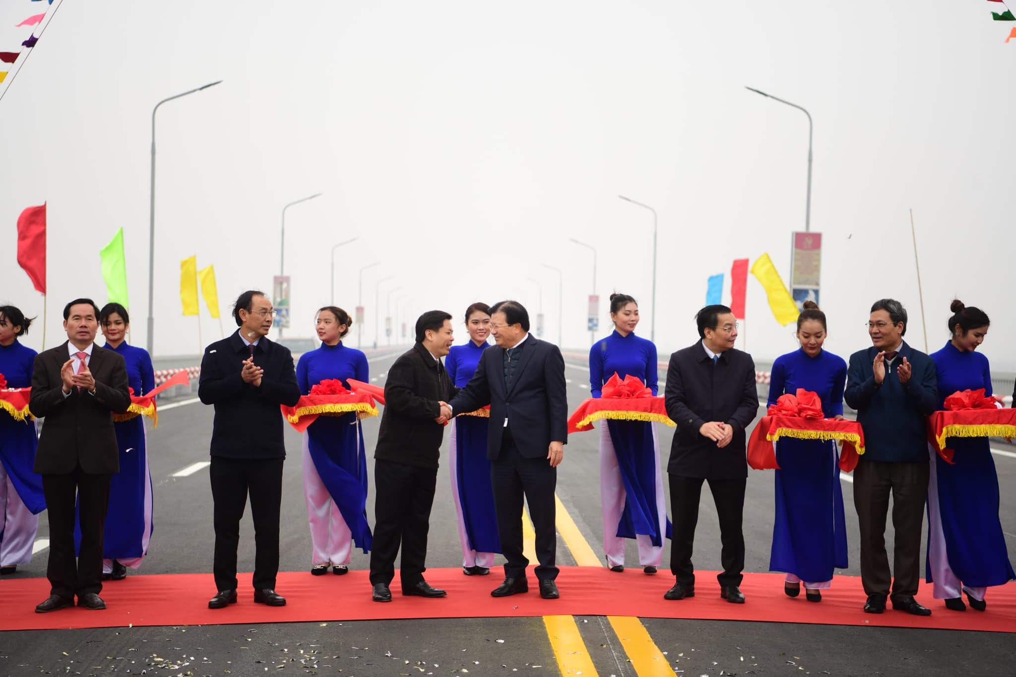 """Cây cầu 2 tầng độc nhất trên sông Hồng chính thức thông xe sau cuộc """"đại phẫu"""" - 3"""