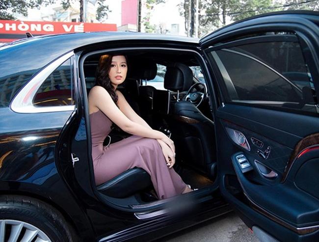 """Hoa hậu Việt Nam 2006 cho biết mình là cổ đông """"nho nhỏ"""" tại một hãng hàng không tại Việt Nam cùng một số doanh nghiệp lớn, trong đó có tập đoàn bán lẻ điện thoại di động, thiết bị số và điện tử tiêu dùng."""