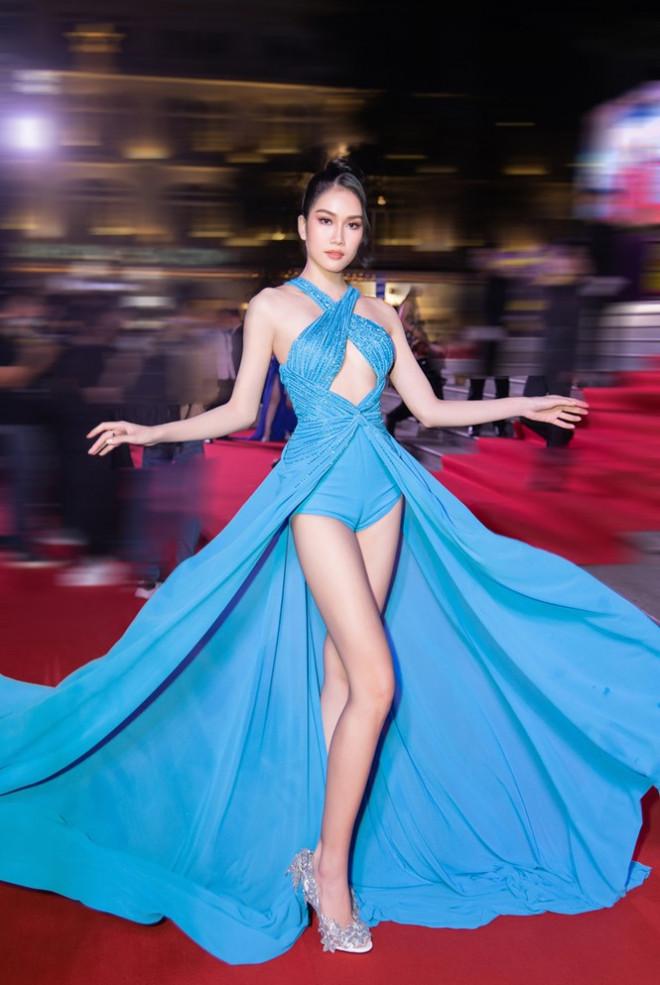 """Hoa hậu Đỗ Thị Hà, Tiểu Vy và Lương Thùy Linh lại có màn đọ sắc """"cực gắt"""" trên thảm đỏ - 8"""