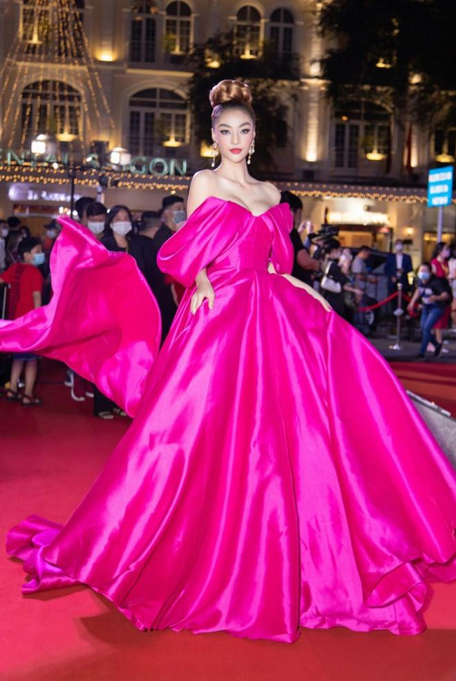 """Hoa hậu Đỗ Thị Hà, Tiểu Vy và Lương Thùy Linh lại có màn đọ sắc """"cực gắt"""" trên thảm đỏ - 10"""