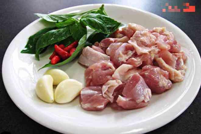 Thịt gà rang thêm chút lá này ngon xuất sắc, dậy mùi thơm, lạ miệng, hao cơm - 1
