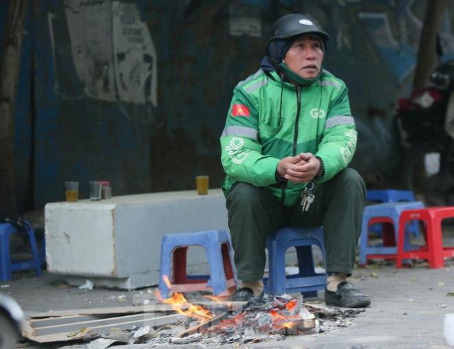 Cuộc sống đảo lộn của người lao động Thủ đô trong ngày lạnh nhất từ đầu mùa - 6