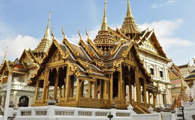 Không chỉ gây choáng ngợp bởi quy mô đồ sộ, những công trình dưới đây còn là công trình nghệ thuật xa xỉ bậc nhất thế giới khi được… dát vàng.