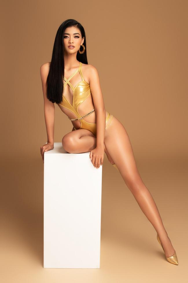 Người đẹp gốc Quảng Nam sở hữu đôi chân dài thẳng nuột làm lợi thế nổi trội.