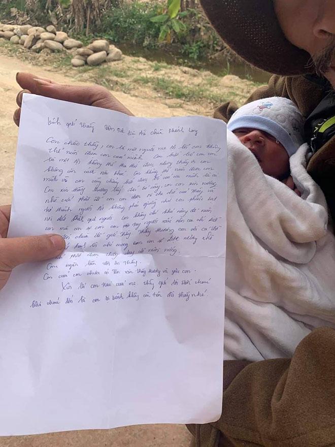 Bé sơ sinh bị bỏ rơi ngoài trời lạnh kèm lời nhắn xót xa của người mẹ - 2