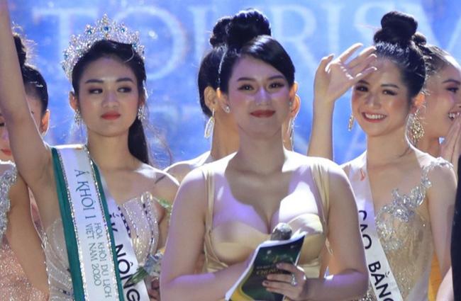 Việc lên sóng trực tiếp của đài truyền hình VTV, làm người dẫn chương trình còn sexy hơn cả dàn thí sinh người đẹp, Quỳnh Chi ngay lập tức thành tâm điểm bàn luận khen chê trên các diễn đàn mạng thời điểm đó.