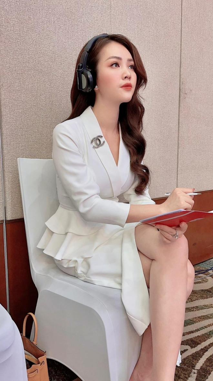 Mai Phương Thuý mặc quần tua rua lạ mắt, Á hậu Phương Nga khoe vai trần gợi cảm - 8
