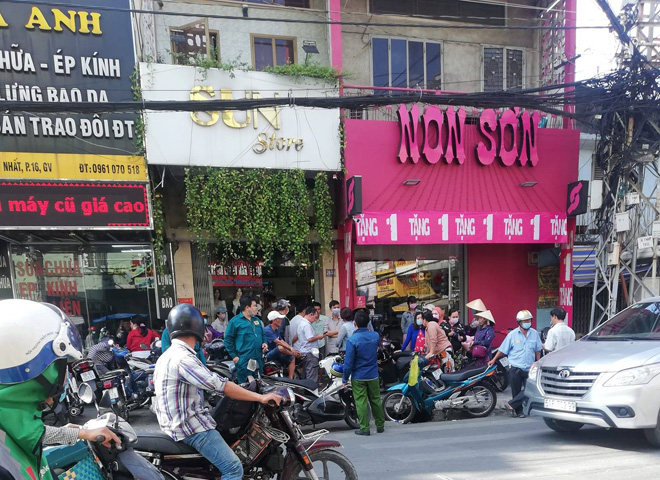 Người phụ nữ chết bí ẩn trong cửa hàng thời trang ở Sài Gòn - 1