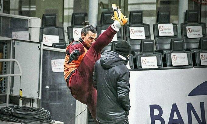 """""""Giang hồ"""" Ibrahimovic vừa khỏi chấn thương đã trình diễn động tác gây thót tim - 1"""