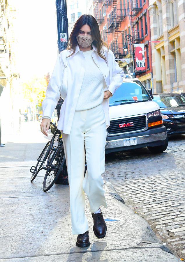 Ngắm outfit dạo phố cuối tuần của Kendall Jenner, biết luôn xu hướng nào sắp lên ngôi - 3