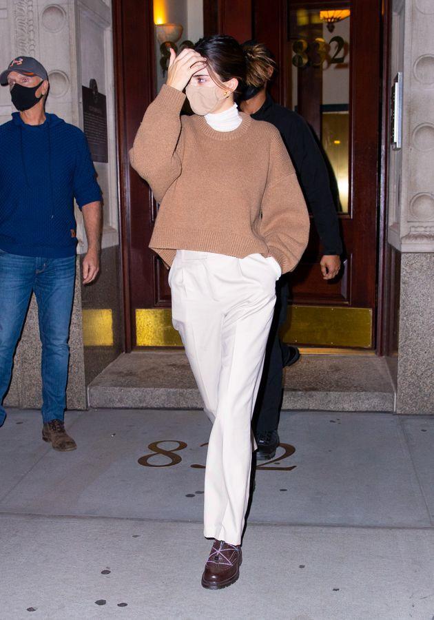 Ngắm outfit dạo phố cuối tuần của Kendall Jenner, biết luôn xu hướng nào sắp lên ngôi - 5