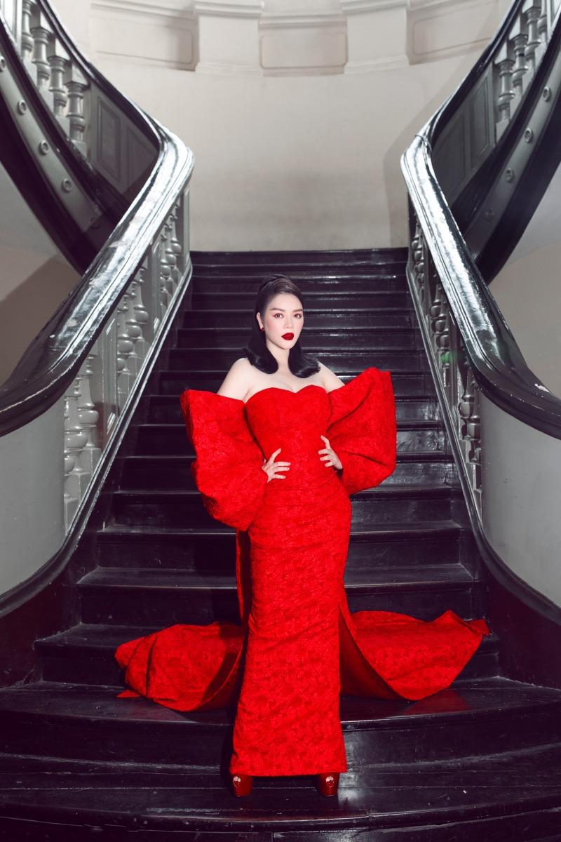 """Lệ Quyên diện đầm đỏ rực, kim cương lấp lánh trên thảm đỏ thời trang """"Hừng Đông"""" - 8"""