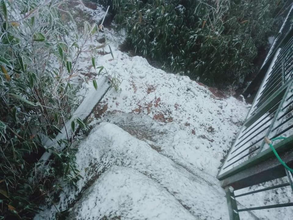 Ảnh: Tuyết rơi phủ trắng Y Tý và Sa Pa, ngỡ như lạc bước ở trời Âu - 12