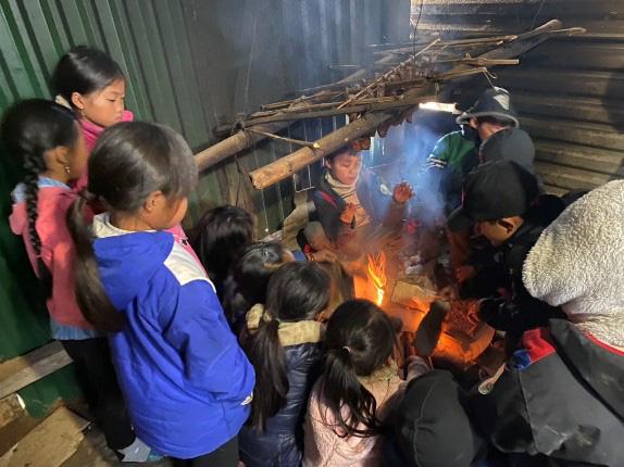 Nghệ An: Rét buốt, nhiều trường cho học sinh nghỉ học - 1