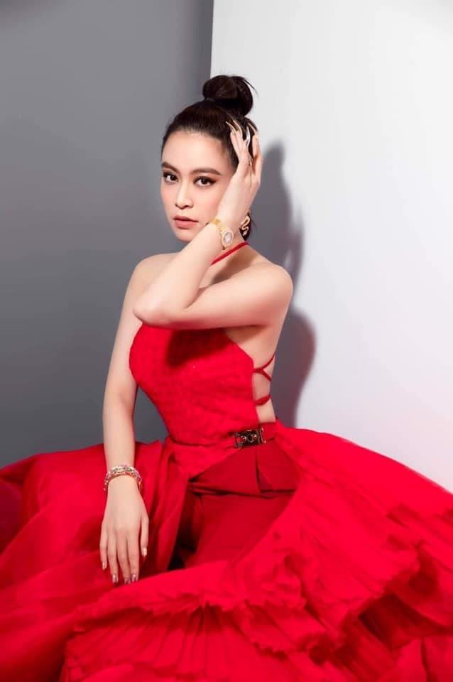 Ngỡ ngàng vì nhan sắc thật của Hoàng Thùy Linh qua loạt ảnh bị chụp lén - 1