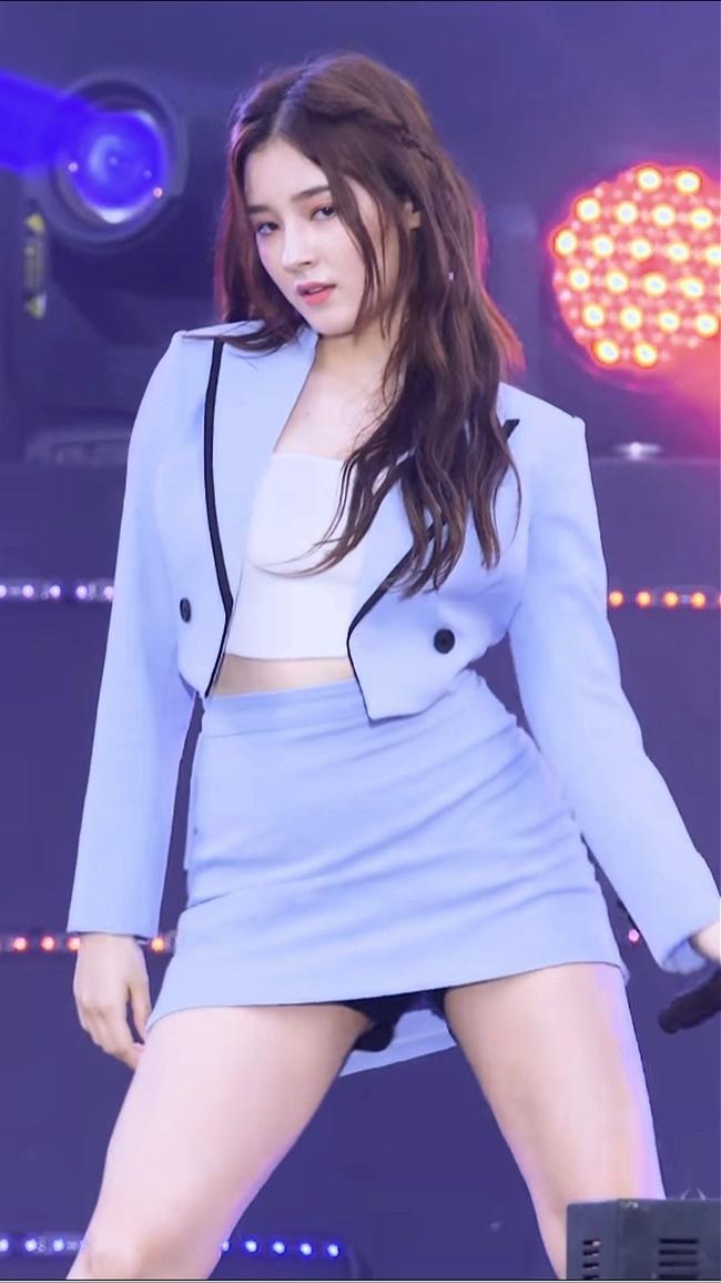 """Nancy sinh năm 2000 là con lai Hàn - Mỹ vẫn được cộng động mạng gọi với biệt danh """"thiên thần lai đẹp nhất xứ Hàn""""."""