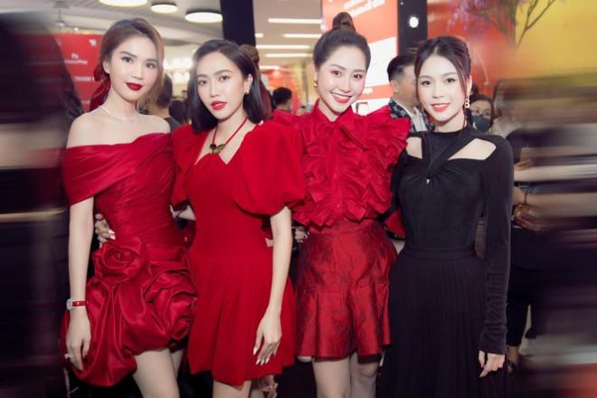 Nhìn 3 người đẹp V-Biz đụng hàng bộ váy đen mới thấy quá mảnh mai chưa chắc đã đẹp - 6