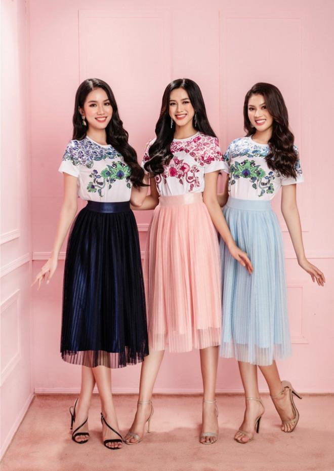 Học Hoa hậu Đỗ Thị Hà và hai nàng Á hậu cách chọn trang phục xinh tươi mùa Lễ Tết - 8