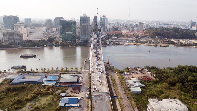 """Ảnh: Cầu biểu tượng mới ở TP.HCM bắc qua sông Sài Gòn """"đứng hình"""" sau 5 năm khởi công - 2"""