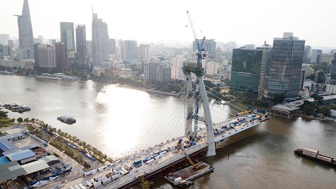 """Ảnh: Cầu biểu tượng mới ở TP.HCM bắc qua sông Sài Gòn """"đứng hình"""" sau 5 năm khởi công - 3"""