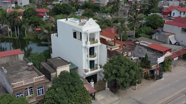 Đây là căn nhà 4 tầng màu trắng tọa lạc ở Thái Bình của nam Youtuber được nhiều người biết đến.