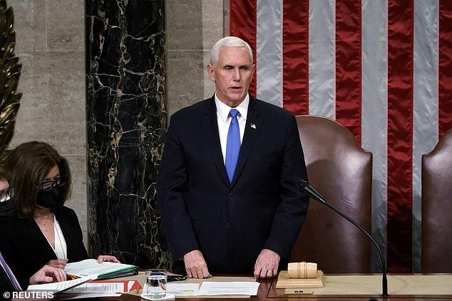 """Hạ viện """"ép"""" phế truất ông Trump: Ông Pence ra quyết định - 1"""