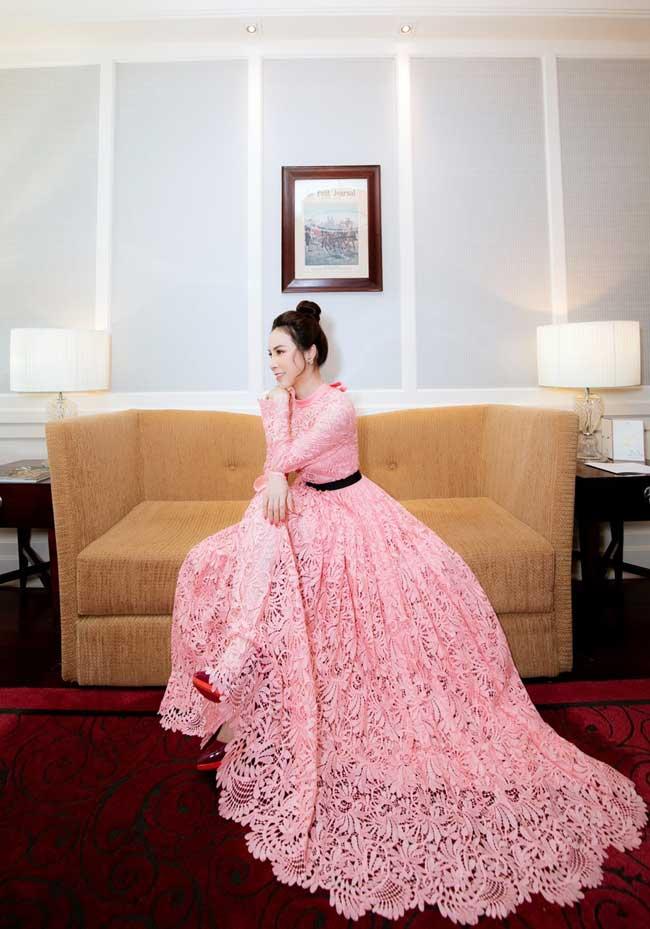 Mãn nhãn với thử thách 100 ngày 100 bộ đồ hiệu bạc tỷ của hoa hậu Hoàng Dung - 14