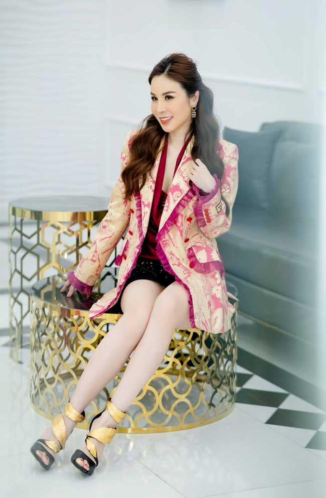 Mãn nhãn với thử thách 100 ngày 100 bộ đồ hiệu bạc tỷ của hoa hậu Hoàng Dung - 11