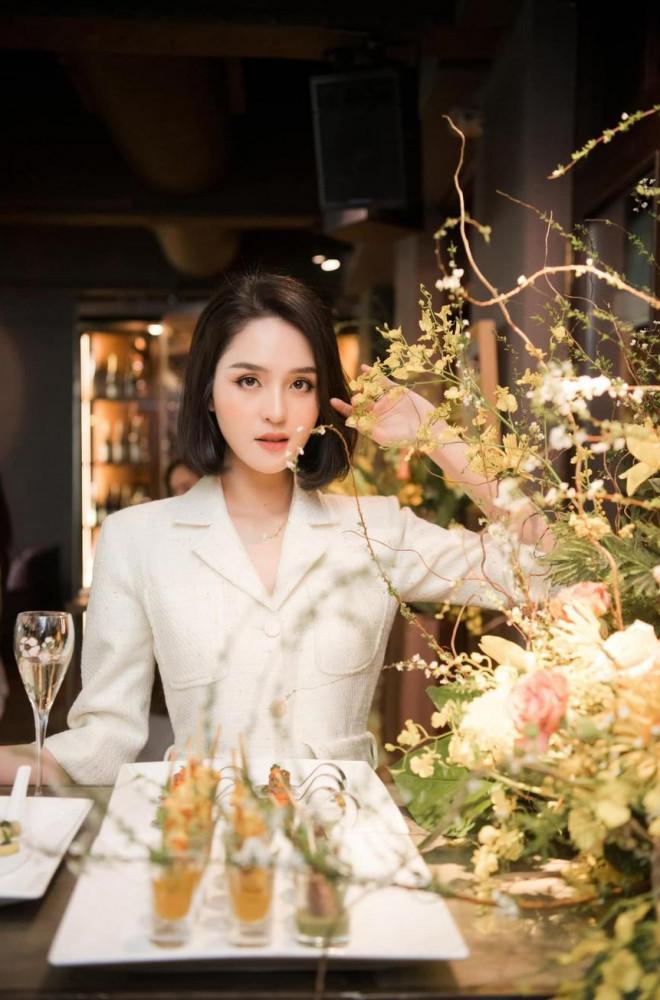 Giản dị lên giảng đường, Hoa hậu Đỗ Thị Hà vẫn được khen ngợi xinh đẹp rạng rỡ - 9