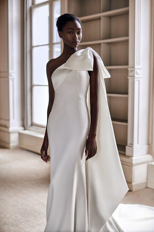 Chủ nghĩa tối giản sẽ thống trị phong cách váy cưới nhiều mùa tới - 1