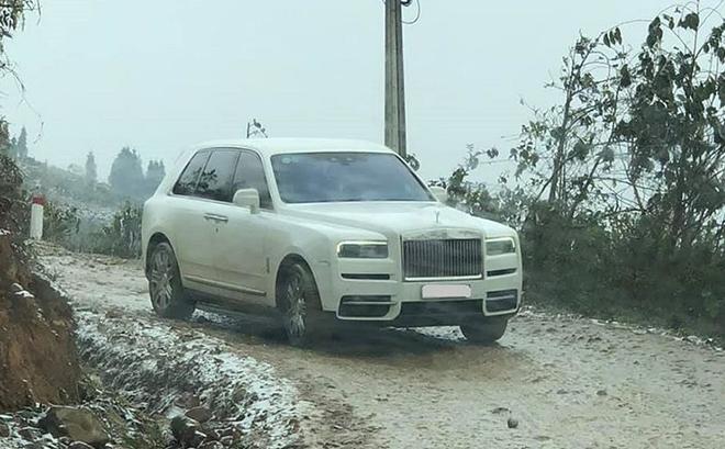 Chuyện thật không đùa, Rolls-Royce Cullinan bạc tỷ đổ dốc vùng cao Y Tý đầy bùn tuyết - 1