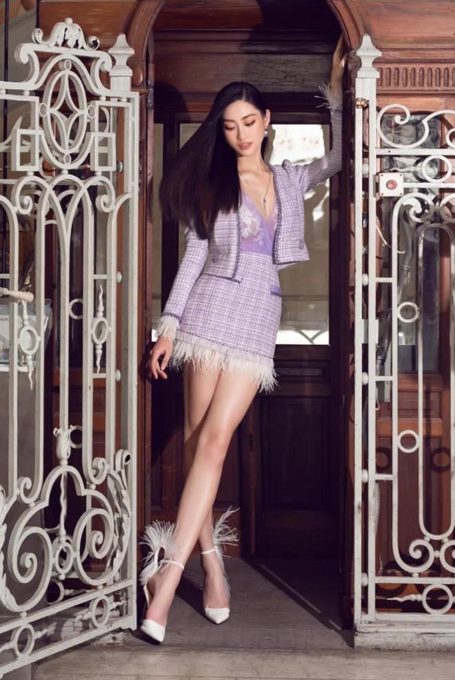 Đỗ Thị Hà nền nã với áo dài, Hoàng Thuỳ diện váy xuyên thấu hoá 'mỹ nhân ngư' - 6