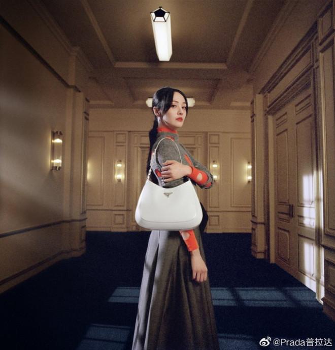 """Làm đại sứ thương hiệu Prada, Trịnh Sảng đập tan lời đồn """"hết thời"""", nhưng vẫn bị so sánh với Irene - 1"""