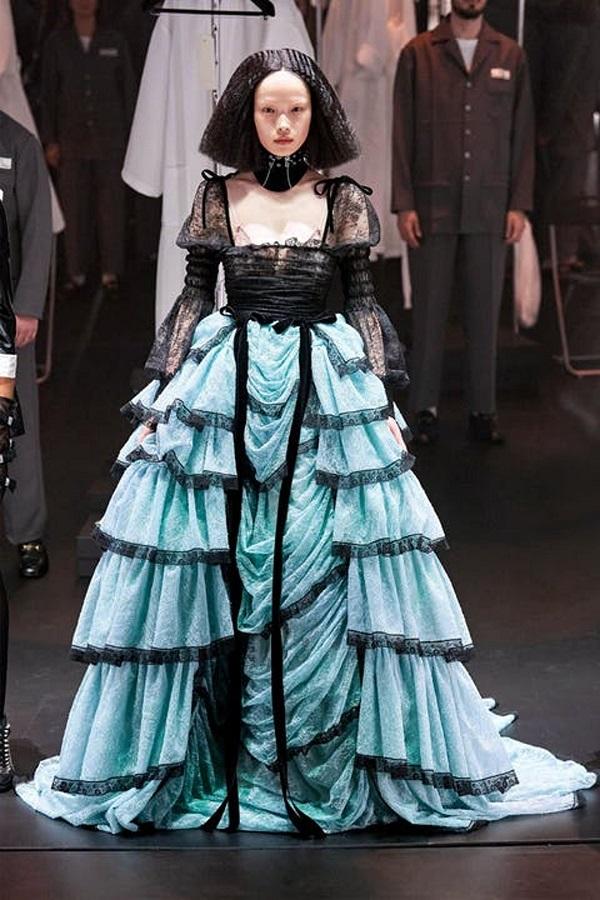 7 phong cách hoàng gia xuất hiện trên sàn diễn thời trang 2021 - 2