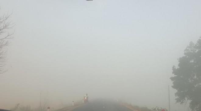Sương mù dày đặc, người dân Đắk Lắk bật đèn 'dò dẫm' giữa ban ngày - 5