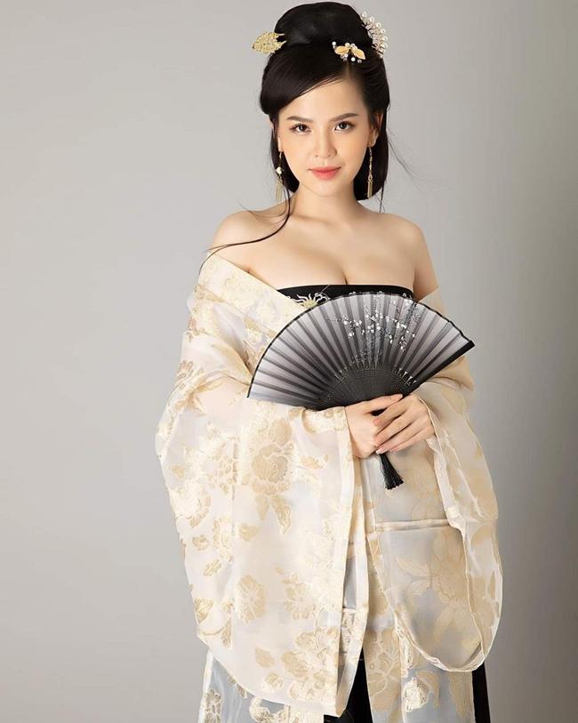 """Phi Huyền Trang sinh năm 1988 được biết đến với biệt danh """"thánh nữ Mì Gõ""""."""
