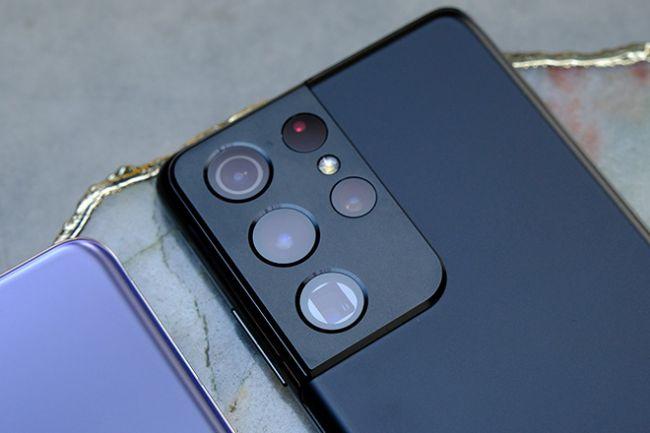 Ngoài ra còn có camera siêu rộng 12 MP hỗ trợ tính năng lấy nét Dual Pixel, trong khi 2 camera tele có zoom quang 10x với ống kính tiềm vọng và zoom quang 3x để hỗ trợ zoom tầm trung. Sự kết hợp này được hứa hẹn sẽ giúp Galaxy S21 Ultra tỏ ra nổi bật trong khi năng nhiếp ảnh.