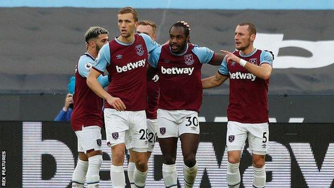 """Video West Ham - Burnley: """"Gáo nước lạnh"""" đầu trận, top 4 vẫy gọi - 1"""