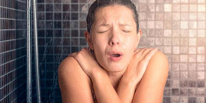 Muốn giảm nguy cơ đột quỵ, chớ coi thường chuyện tắm - 1