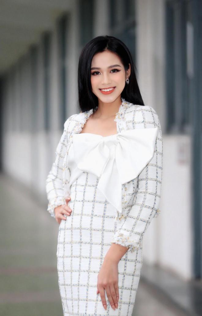 Hoa hậu Đỗ Thị Hà và Á hậu Phương Anh, Ngọc Thảo giản dị vẫn cực xinh đẹp - 3