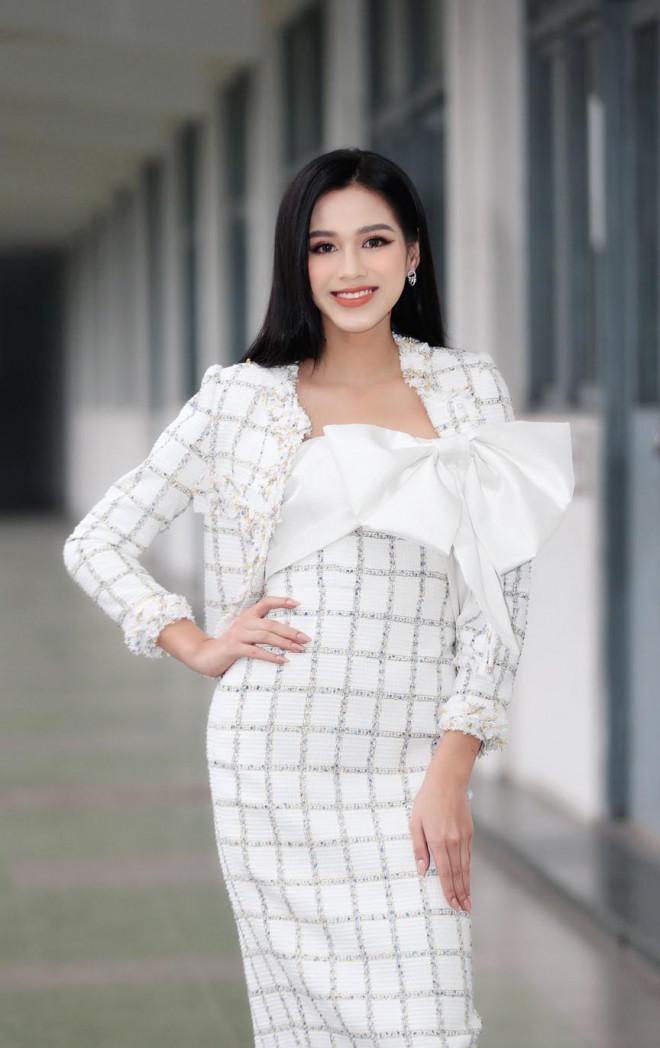 Hoa hậu Đỗ Thị Hà và Á hậu Phương Anh, Ngọc Thảo giản dị vẫn cực xinh đẹp - 2