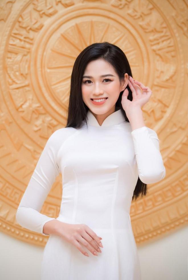 Đảm nhận cương vị mới, Đỗ Thị Hà khoe vẻ đẹp tinh khôi trong tà áo dài trắng - 7