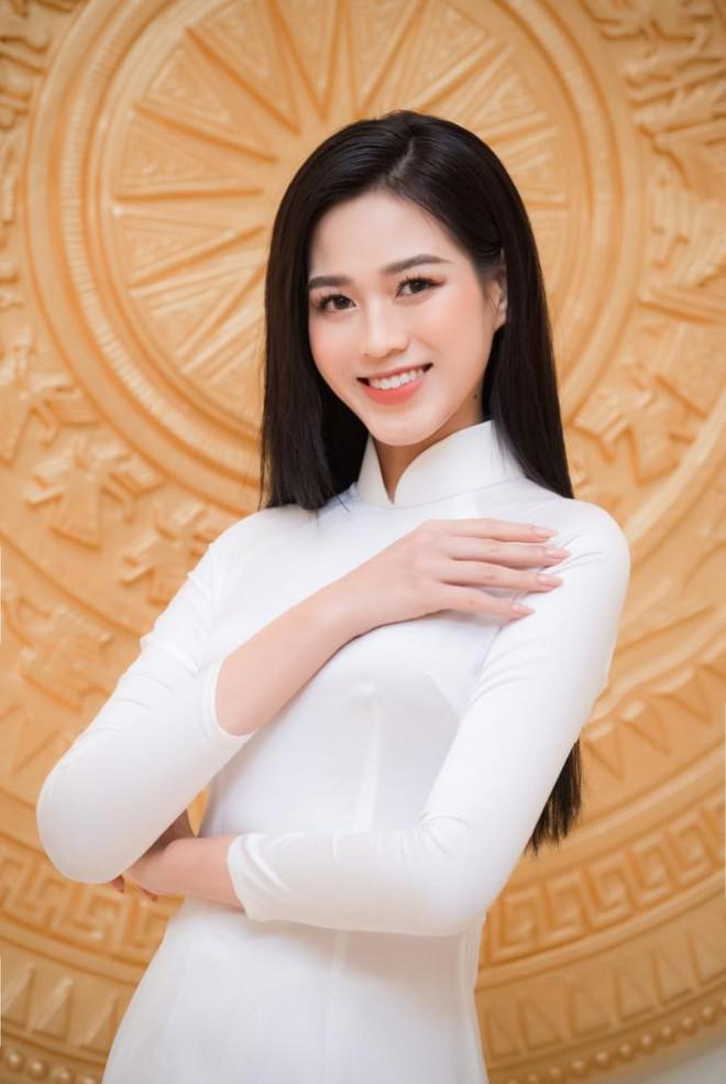 Đảm nhận cương vị mới, Đỗ Thị Hà khoe vẻ đẹp tinh khôi trong tà áo dài trắng - 8