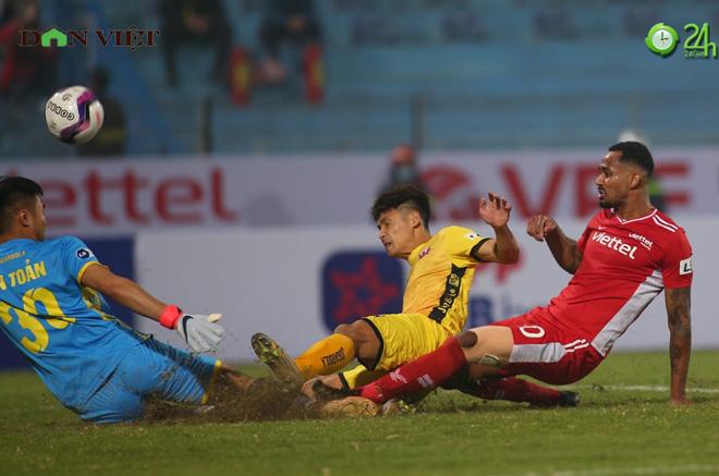 4 bàn thắng làm choáng váng đại gia V-League, hứa hẹn giải cực hấp dẫn - 1