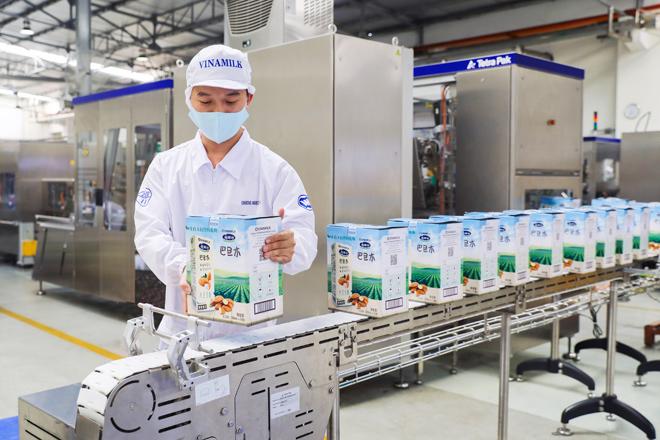 Vinamilk chào 2021 với lô sản phẩm sữa hạt và sữa đặc lớn xuất khẩu đi Trung Quốc - 1
