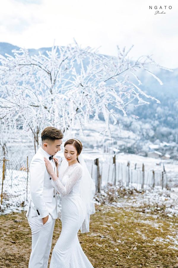 Đẹp ngỡ ngàng tuyết phủ trắng đồi Y Tý, các cặp đôi không thể bỏ lỡ mùa ảnh cưới này - 1