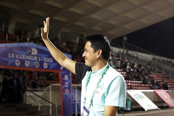"""Cận cảnh Kiatisak tái xuất V-League """"gây sốt"""" gần 2 vạn cổ động viên - 1"""
