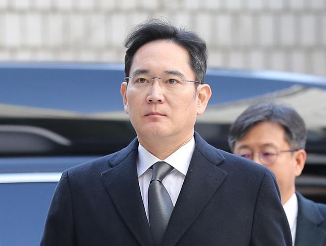 Lãnh đạo Samsung Lee Jae-yong lĩnh án 30 tháng tù vì hối lộ - 1