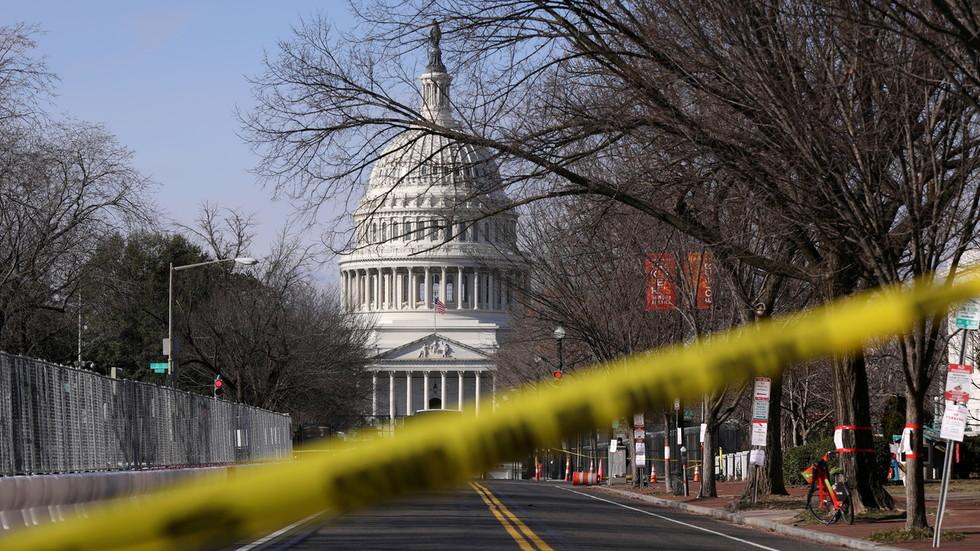 Tòa nhà Quốc hội Mỹ bị phong tỏa - 1